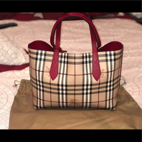 400d1c721d5c Burberry Handbags -  895Burberry Lavenby Reversible Leather Tote Poppy